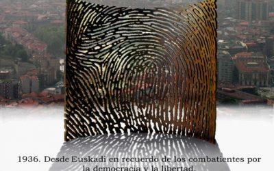 """Homenaje a los gudaris, milicianos y mujeres de la Guerra Civil ante la escultura """"Aterpe 1936 (La Huella)"""" de Artxanda"""